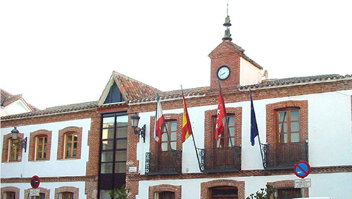 Pol mica por la moci n de censura contra el alcalde de san for Piscina san agustin de guadalix