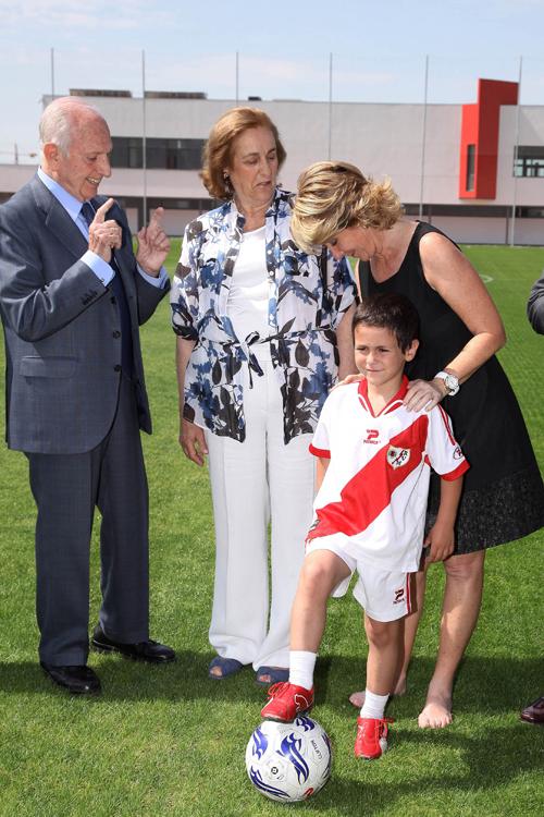 Aguirre inaugura la ciudad deportiva del rayo vallecano for Oficinas rayo vallecano
