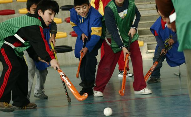 niños dporte hockey