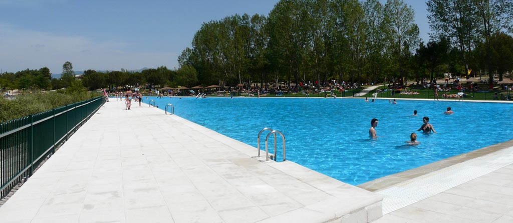Comienza la temporada de piscina en el rea recreativa de for Piscina natural de riosequillo
