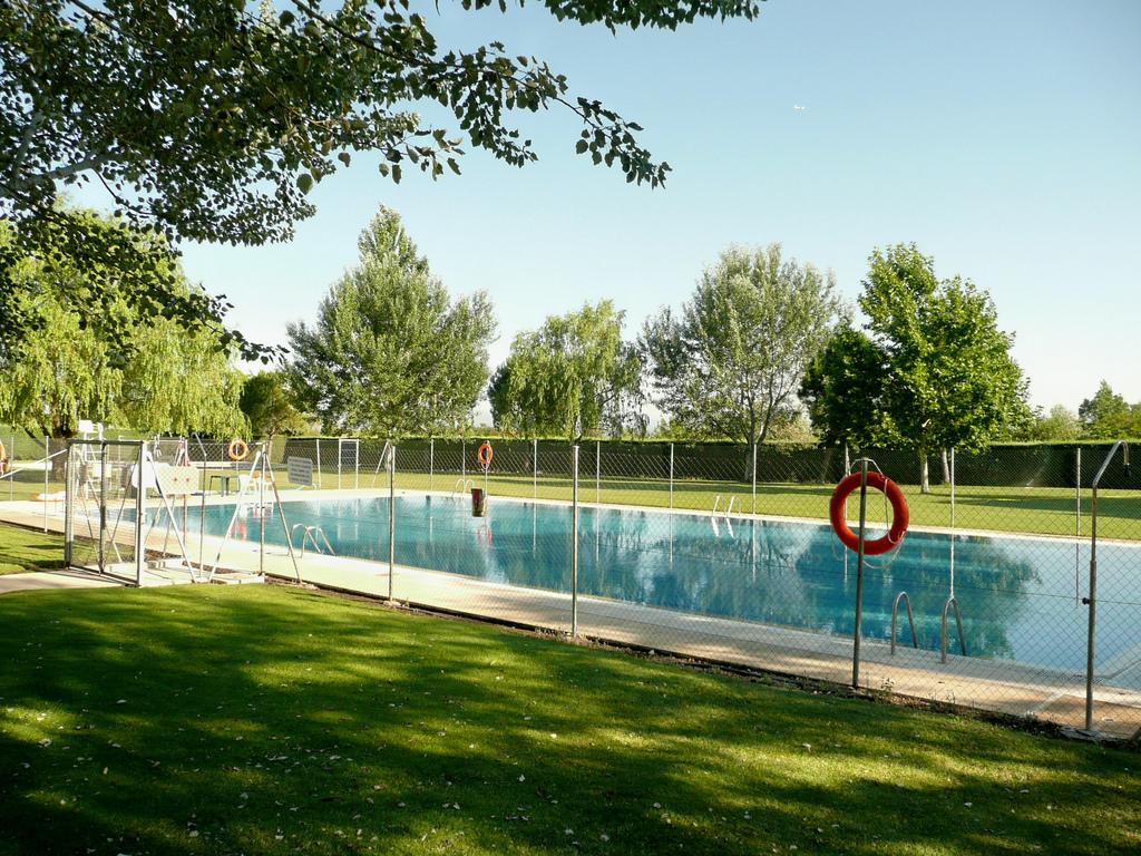 Venta de abono para la piscina de verano de cobe a for Piscina islas tres cantos