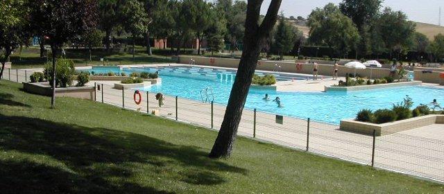 1 hora y 30 minutos de cola para entrar a las piscinas de for Piscinas san agustin burgos