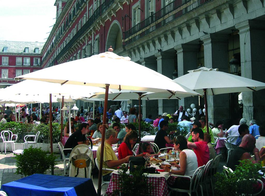 Las tiendas gimnasios y teatros podr n instalar terrazas - Terrazas romanticas madrid ...