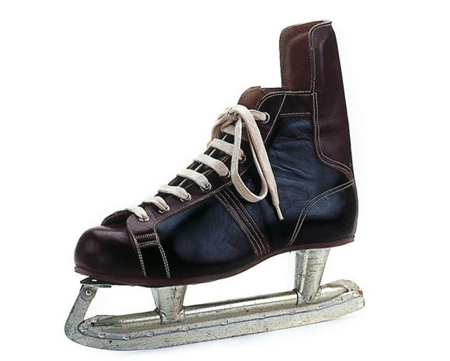 Un paseo por del la historia del por calzado deportivo en el Museo del Traje 18c36e