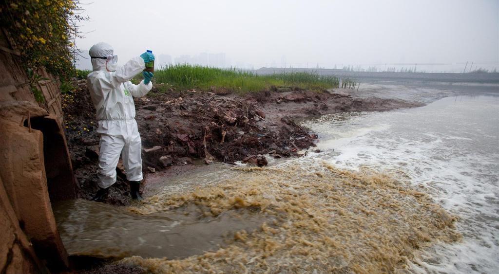 Resultado de imagen para greenpeace contaminacion textil