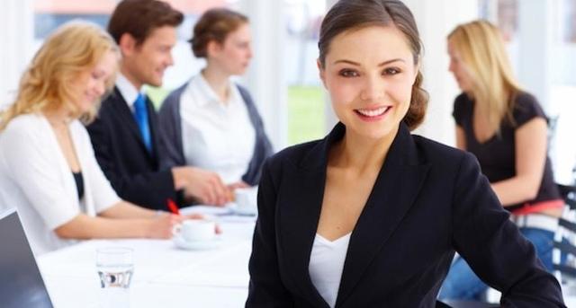 empresaria-reunión-traje-640