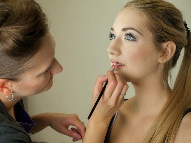 maquilladora-640