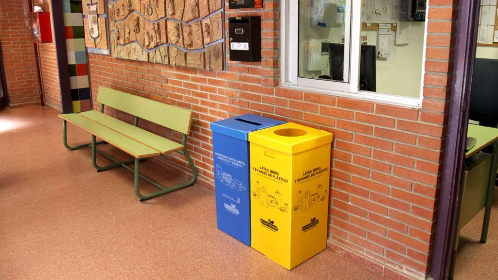 contenedores para impulsar el reciclaje en los colegios de