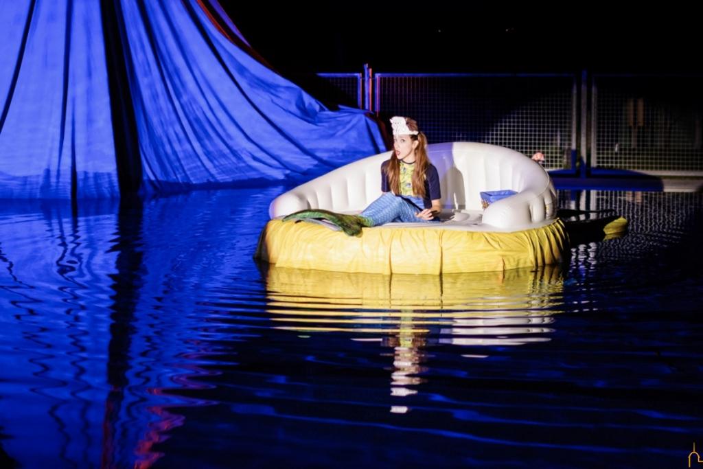 El cuento de 39 la sirenita 39 cobrar vida en la piscina de for Piscina foresta tres cantos