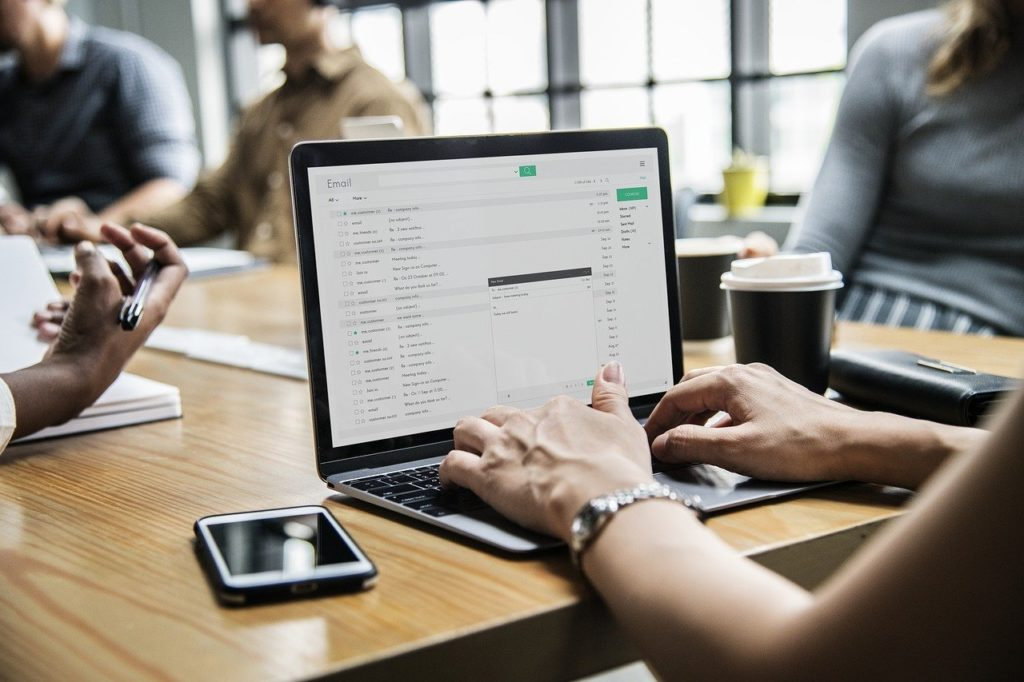 nuevo marketing online que te comunica con tus clientes