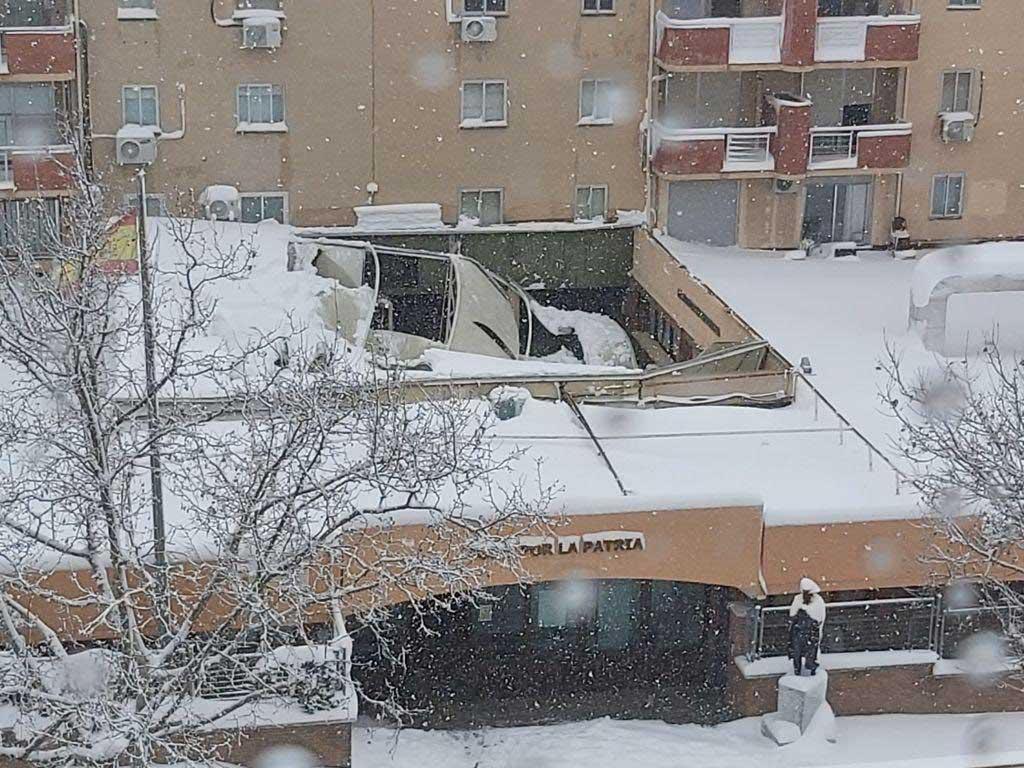 Tres Cantos continúa despejando la nieve de las carreteras para recuperar  la movilidad de forma paulatina